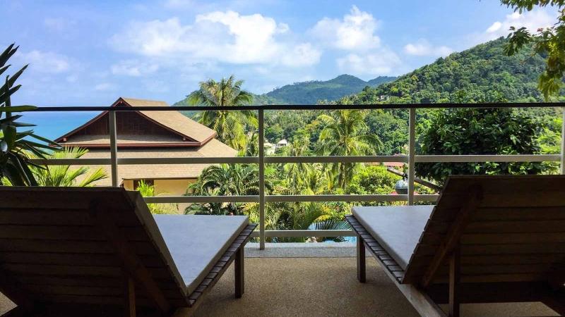 sun-bed-on-balcony
